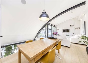 Thumbnail 2 bed flat to rent in Hopton Street, London