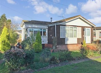 2 bed mobile/park home for sale in East Hill Road, Knatts Valley, Sevenoaks, Kent TN15