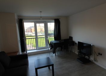 2 bed flat to rent in Blake Avenue, Basildon SS14