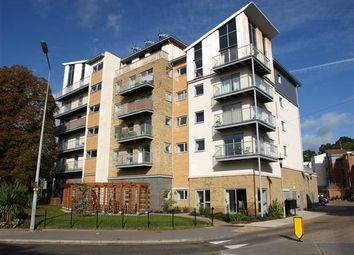 2 bed flat to rent in Coombe Way, Farnborough GU14