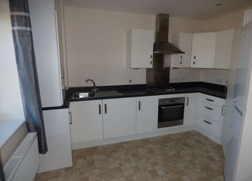 2 bed flat to rent in Carr House Road, Doncaster DN4