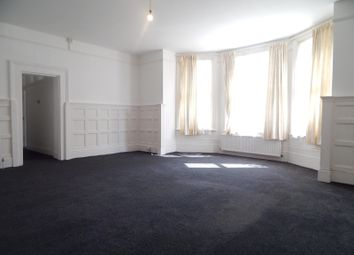 2 bed flat to rent in Spencer Road, Eastbourne BN21
