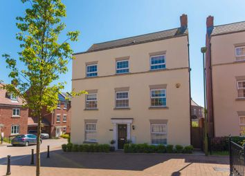 Thumbnail 6 bed detached house for sale in Shearwater Road, Hemel Hempstead