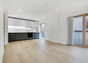 3 bed flat to rent in Kingsland Road, Hoxton, London E2