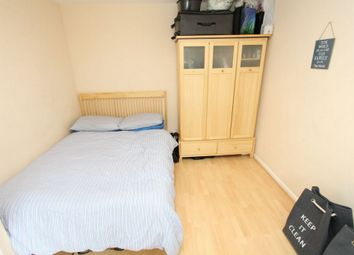 Thumbnail Room to rent in Rembrandt Close, Amsterdam Road, Canary Wharf