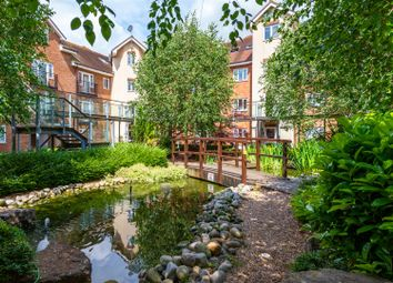 2 bed flat for sale in Lumley Road, Horley RH6