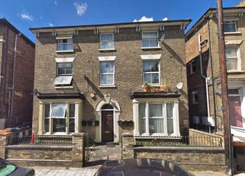 Thumbnail 1 bed flat to rent in Alexandra Road, Bedford