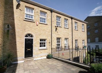 2 bed maisonette to rent in Edward Square, Rotherhithe Street, Rotherhithe SE16