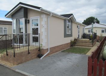 Thumbnail 2 bed mobile/park home for sale in Penton Park (Ref 5931), Chertsey, Surrey