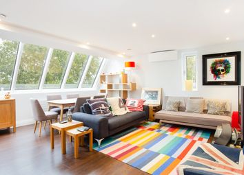 Thumbnail 2 bed flat to rent in Thames Avenue, Windsor