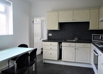2 bed maisonette to rent in Wood Street, Walthamstow, London. E17