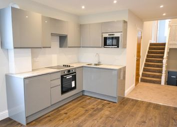 3 bed flat to rent in Cricklewood Lane, Childs Hill, London NW2