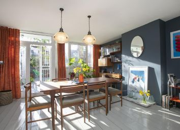 Camberwell Grove, Camberwell SE5. 3 bed flat for sale