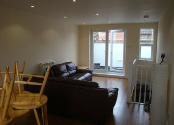 2 bed maisonette to rent in Seven Sisters Road, Finsbury Park N7