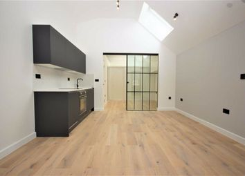 Thumbnail Studio to rent in Clifford Road, London