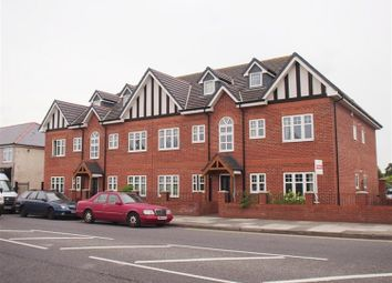 Thumbnail 2 bed flat to rent in Hoylake Road, Moreton