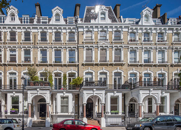 Thumbnail Studio to rent in Redcliffe Square, London