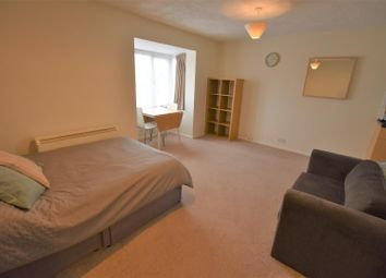 Thumbnail Studio to rent in Boxwood Close, West Drayton