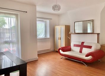 3 bed flat to rent in Wallwood Street, Bow, London E14