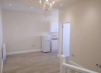 Thumbnail 1 bed flat to rent in South End, Croydon