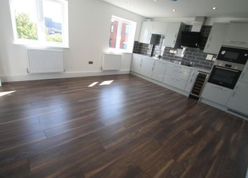 Thumbnail 3 bed flat to rent in Napier Road, Luton