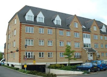Thumbnail 2 bed flat to rent in Pembroke House, Station Road, Borehamwood