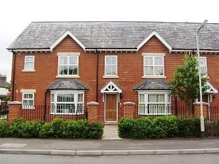 Thumbnail 2 bed flat to rent in Park Lane, Thatcham
