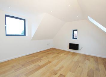 3 bed flat for sale in High Street, New Malden KT3