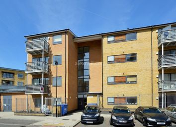 2 bed flat for sale in Goldsworthy Gardens
