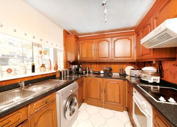 Thumbnail 4 bed flat to rent in Cambridge Heath Road, Bethnal Green