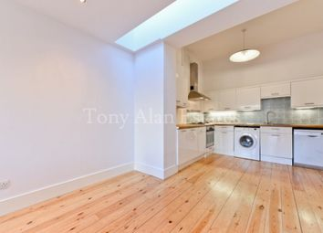 Thumbnail 3 bedroom flat to rent in Cressida Road, London