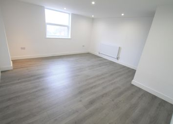 Thumbnail 3 bed flat to rent in Rothesay Road, Luton