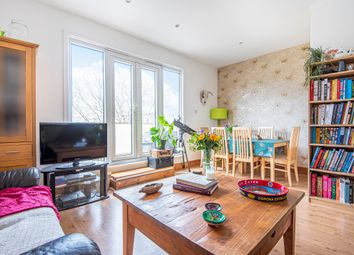 Bridport Place, Islington, London N1. 3 bed flat for sale