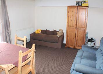 Thumbnail 1 bed flat to rent in Somerset Road, Ashford