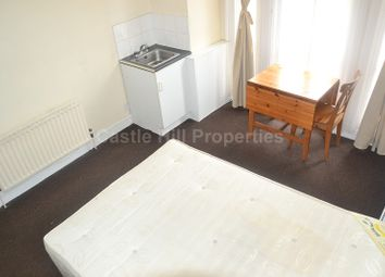 Thumbnail Property to rent in Argyle Road, West Ealing, London.