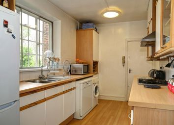 3 bed block of flats to let in Conduit House