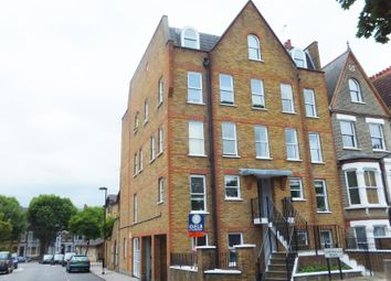 Thumbnail 3 bed flat to rent in Grenville Road, Finsbury Park