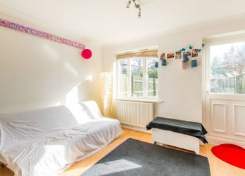 2 bed property for sale in Strouds Close RM6, Romford,