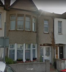 Chase Road, Southend-On-Sea SS1. 3 bed flat