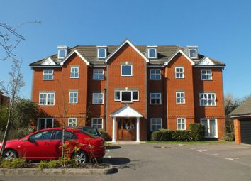 Thumbnail 2 bedroom flat to rent in Vale Farm Road, Horsell, Woking