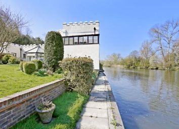 Thumbnail 3 bed flat to rent in Quarry Wood, Marlow