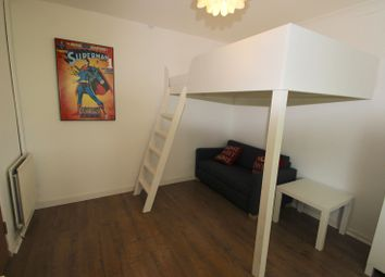 Thumbnail Room to rent in Bern Links, Northampton