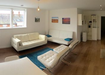 Room to rent in Flat 14 33, London NW10