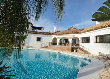 Thumbnail 6 bed villa for sale in Estepona, Málaga, Spain