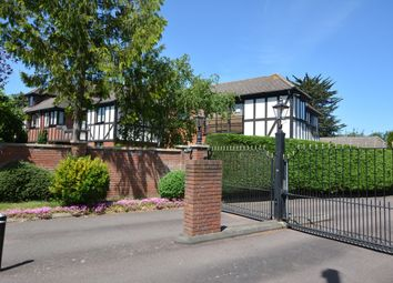 Parkstone Avenue, Emerson Park, Hornchurch RM11. 3 bed flat