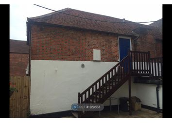 1 bed flat to let in Lymington High Street
