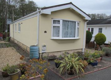 Thumbnail 2 bed mobile/park home for sale in Kingsmead Park (Ref 5593), Elstead, Nr Godalming, Surrey