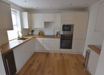 Thumbnail 3 bed flat to rent in Vale Road, London