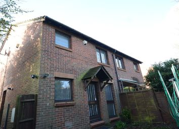 Thumbnail 1 bed property to rent in Larks Meade, Earley, Reading