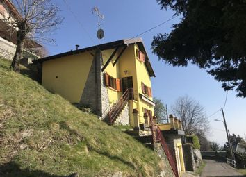Thumbnail Town house for sale in Cernobbio, 22012, Italy
